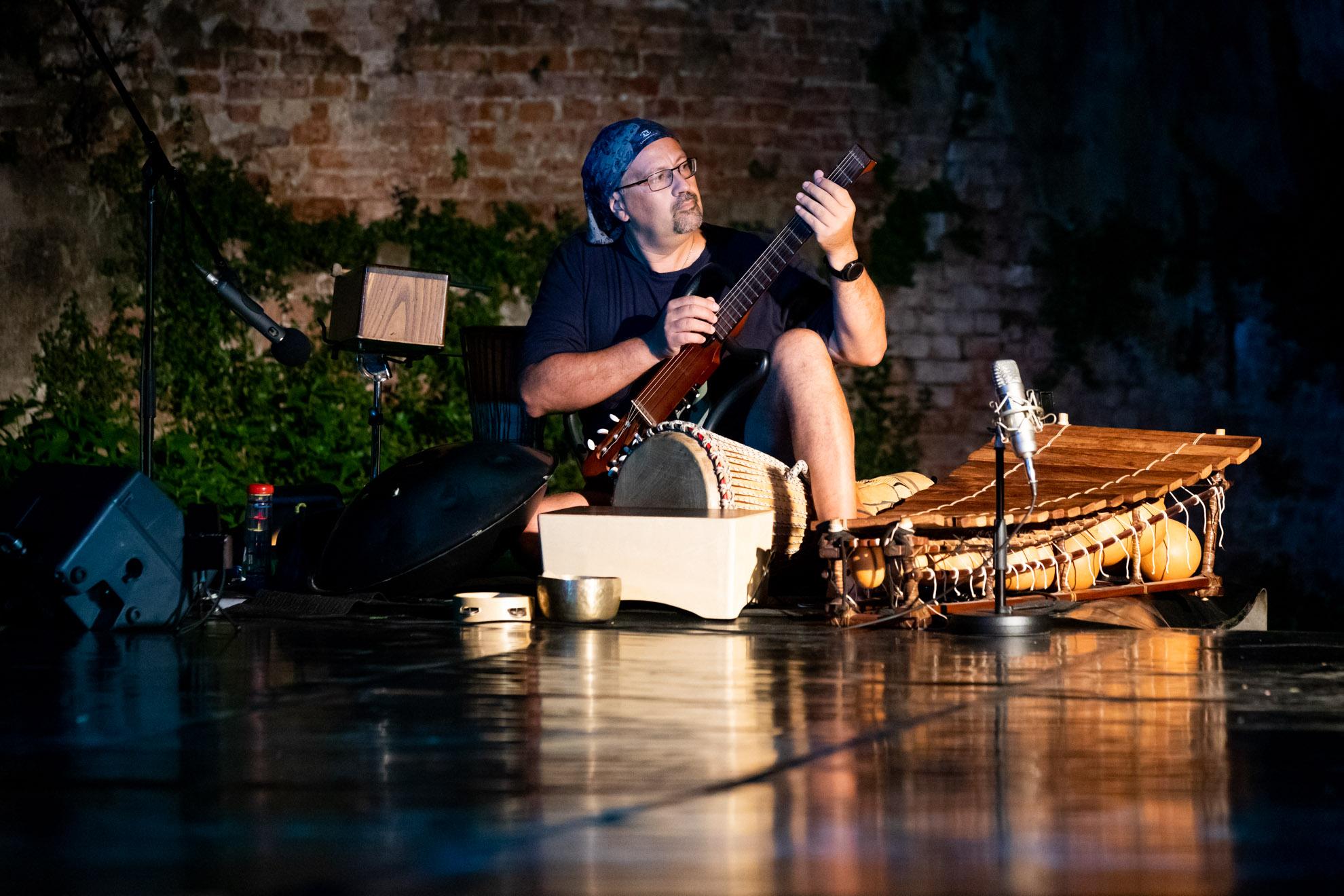 Davide Anzaldi - Musicista poli strumentista PERCmob - Esplorazioni contemporanee